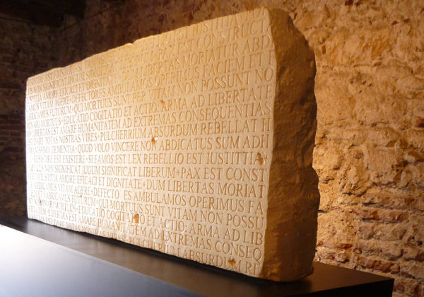 Tableros Tablas/Talla sobre estireno /100 X 200 X 35 CM / 2012 – Boards and Stones/Handmade carving on styrene